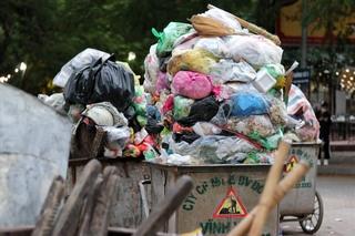 Dân bỏ chặn lối vào bãi rác Nam Sơn sau 3 ngày