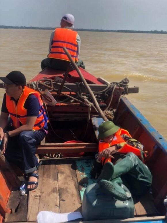 Trang Trần bức xúc khi 2 tấn hàng hoá cứu trợ miền Trung có nguy cơ bị ăn chặn