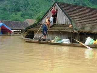 Mỗi tỉnh bị lũ lụt được cấp thêm 2 tấn hóa chất khử khuẩn