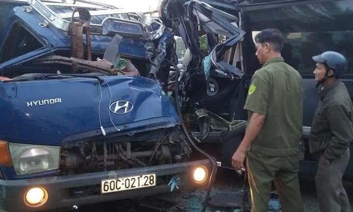 2 tài xế mắc kẹt, tử vong trong cabin khi xe tải đấu đầu xe khách