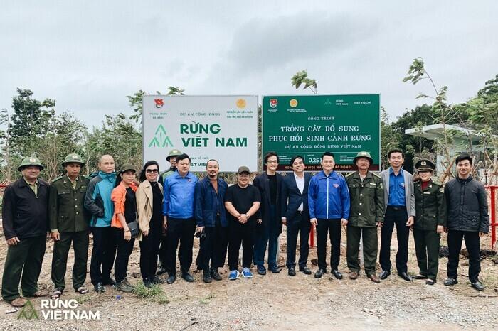 Trong bối cảnh miền Trung gặp nhiều thiên tai, Hà Anh Tuấn cho trồng 1.800 cây rừng