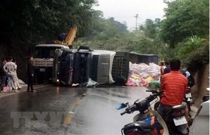 Lật xe liên tiếp trên Quốc lộ 6 đoạn qua tỉnh Sơn La