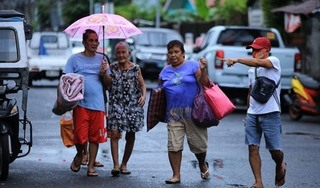 Bão Molave đổ bộ Philippines, gần 9.000 người phải rời bỏ nhà cửa