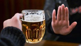 Mỗi ngày uống nửa lít rượu, người đàn ông suýt chết