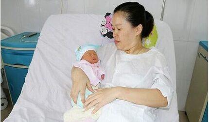 Mổ lấy thai và bóc tách khối u tử cung cho sản phụ 34 tuổi