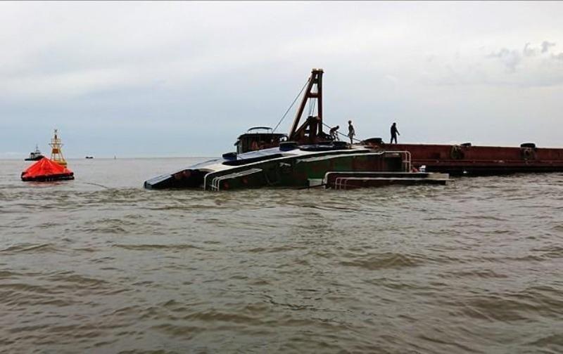 Chìm tàu cá, 12 thuyền viên mất tích