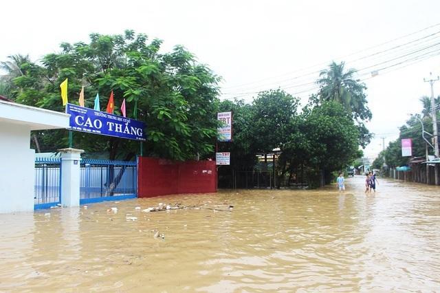 Hôm nay, hơn 280.000 học sinh Khánh Hòa nghỉ học tránh bão số 9