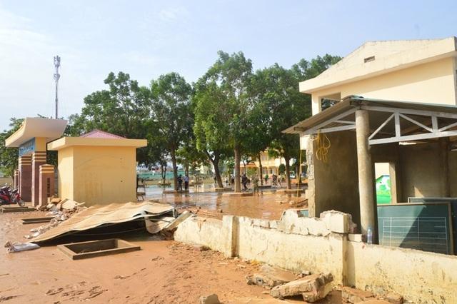 Học sinh toàn tỉnh Quảng Bình nghỉ học để phòng chống bão số 9