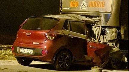 Ô tô tông trực diện xe đầu kéo, 2 người tử vong