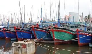 Điều tàu hải quân tìm kiếm 26 ngư dân mất tích trên biển