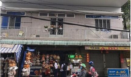 Nghi vấn bố tưới xăng đốt khiến 3 người trong nhà bị bỏng nặng