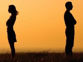Chấp nhận ly hôn hay giữ lại cuộc hôn nhân tồi tệ?