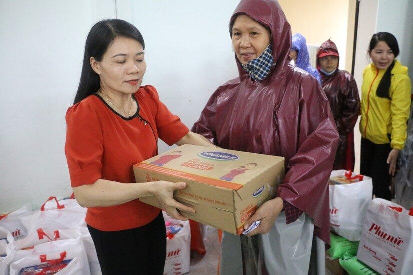 Người lao động Vinamilk góp ngày lương, hỗ trợ miền Trung mùa bão lũ gần 4 tỷ đồng.5