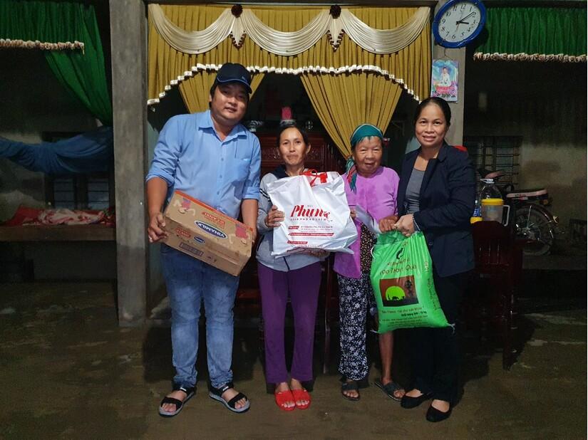 Người lao động Vinamilk góp ngày lương, hỗ trợ miền Trung mùa bão lũ gần 4 tỷ đồng.1