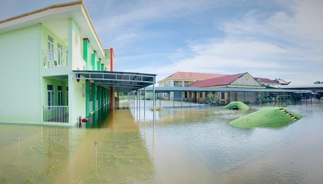 Mưa lớn do bão, hàng chục ngàn học sinh ở Hà Tĩnh tiếp tục nghỉ học