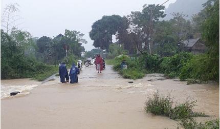 Nhiều địa phương ở Nghệ An cho học sinh nghỉ học tránh lũ