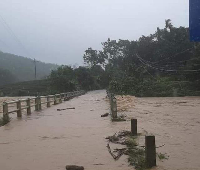 Sau bão cả nước lại mưa, Nghệ An chạy lũ trong đêm