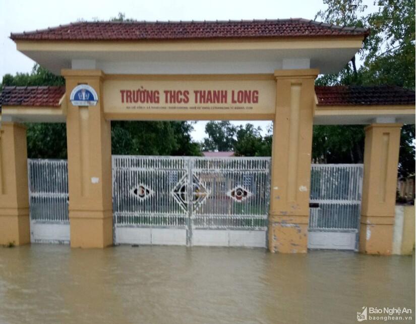 Nhiều trường bị thiệt hại do mưa lũ, 13 địa phương ở Nghệ An cho học sinh nghỉ học