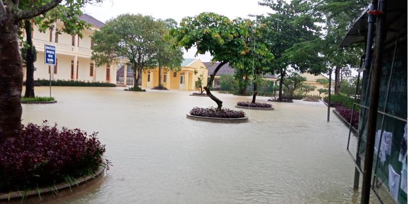 Nhiều trường bị thiệt hại do mưa lũ, 13 địa phương ở Nghệ An cho học sinh nghỉ học. 1