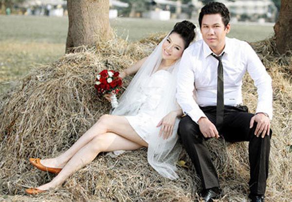 Nuối tiếc hình ảnh 10 năm hạnh phúc mặn nồng của Lệ Quyên và chồng đại gia