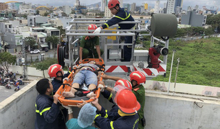 Thi công chống thấm sau bão, nam công nhân bị điện giật tử vong