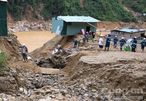 Quảng Nam đề nghị Chính phủ cứu nạn khẩn cấp cho 3.000 người bị cô lập