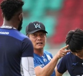 Ông Phan Anh Tú: 'CLB HAGL nên thay ngay huấn luyện viên'