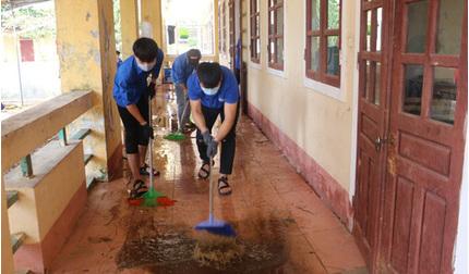 Học sinh vùng lũ sẽ được giãn chương trình học