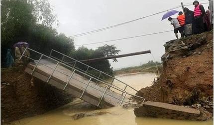 Nghệ An: Cầu đổ sập sau lũ, người dân thêm khốn khó