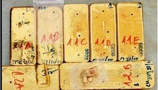 Bắt 4 đối tượng vận chuyển 51kg vàng 9999 từ Campuchia vào Việt Nam