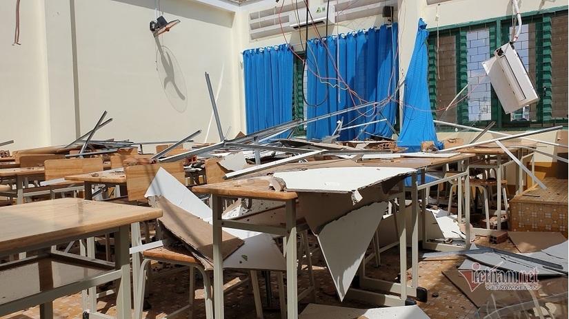 Hàng ngàn học sinh phải nghỉ học do dông lốc cuốn bay mái nhiều phòng học.5