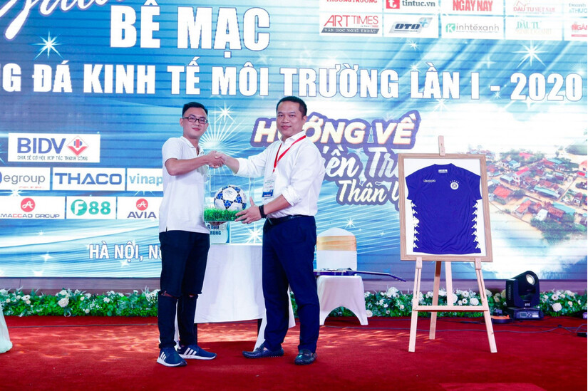 Gala Giải bóng đá Kinh tế Môi trường lần thứ I-2020: Ủng hộ 265 triệu đồng cho đồng bào miền Trung