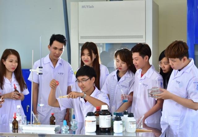 Một trường ĐH miễn toàn bộ học phí cho sinh viên miền Trung