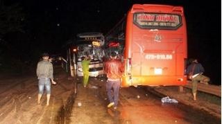 Tin tức tai nạn giao thông ngày 2/11: 3 xe khách đâm liên hoàn, nhiều hành khách bị thương