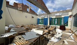 Học sinh trường bị lốc cuốn bay mái ở TP HCM sẽ học tạm nơi khác tới hết năm học