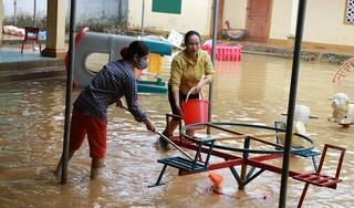 Hàng vạn học sinh Nghệ An chưa thể trở lại trường sau mưa lũ