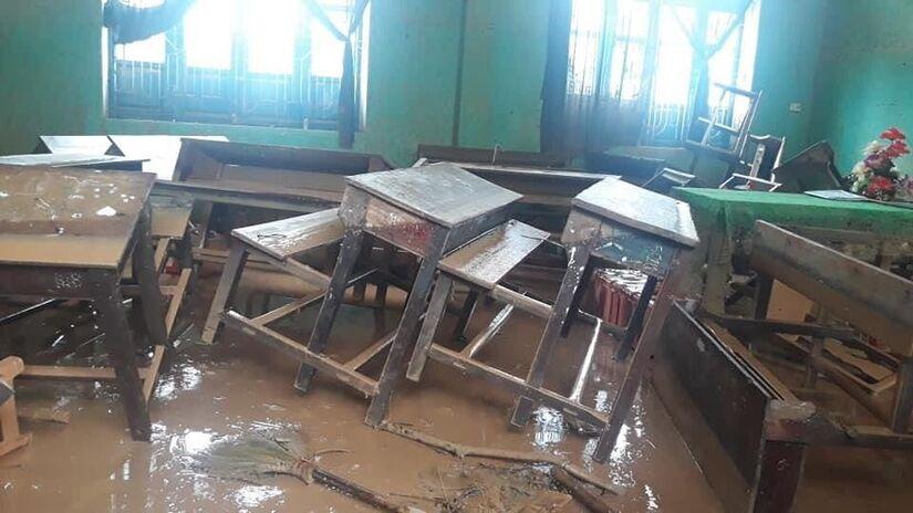 Hàng vạn học sinh Nghệ An, Quảng Trị chưa thể trở lại trường sau mưa lũ.1