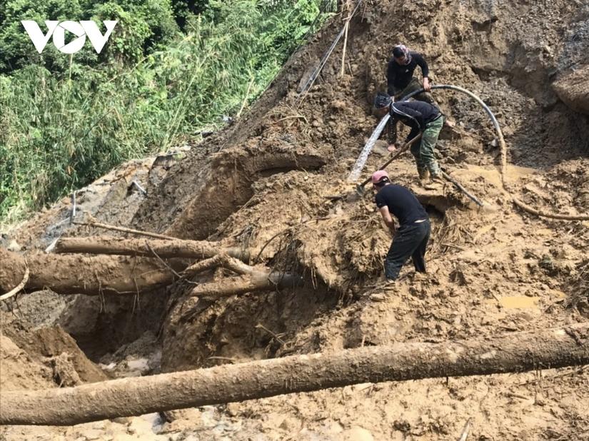 Đã tìm thấy thi thể Phó Bí thư Đoàn xã bị vùi lấp khi giúp dân chống bão