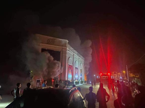 Quán karaoke cháy lúc nửa đêm, 3 nữ dance tử vong