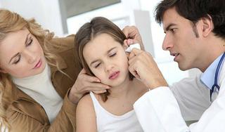 Bé gái 13 tuổi bỗng dưng bị điếc và ù tai trái vì nguyên nhân này