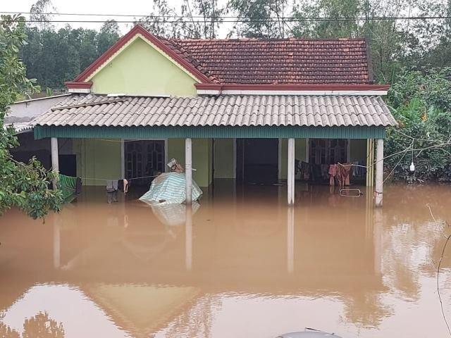 Hà Tĩnh hỗ trợ 50 triệu đồng/nhà bị sập và cấp 2 tỷ đồng xử lý môi trường sau mưa lũ