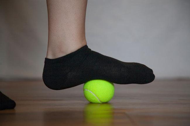 Đặt một quả bóng tennis vào vị trí này, cơn đau nhức sẽ nhanh chóng bị đánh bay