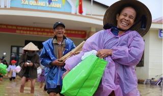Tân Hiệp Phát cùng Quỹ Hy vọng trao quà cho đồng bào vùng lũ miền Trung
