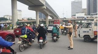 Công an Hà Nội truy tìm xe tải tông người phụ nữ đi xe đạp điện tử vong