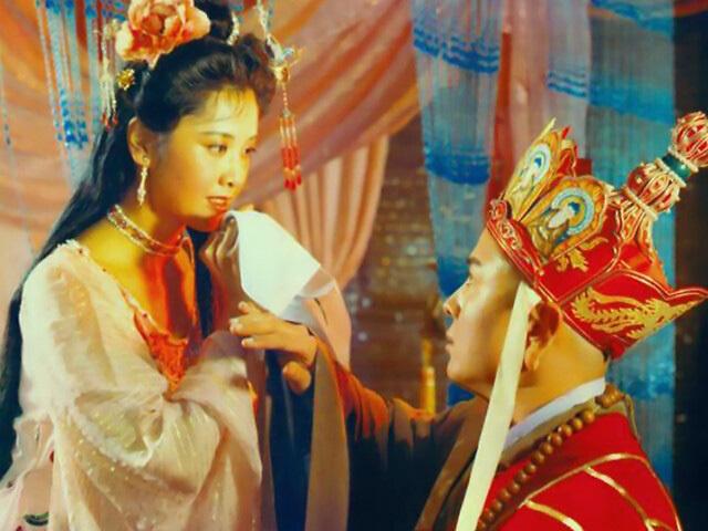 'Đệ nhất mỹ nhân' Tây du ký 1986 khiến 'Đường Tăng' Từ Thiếu Hoa 'say nắng' cả phim lẫn ngoài đời