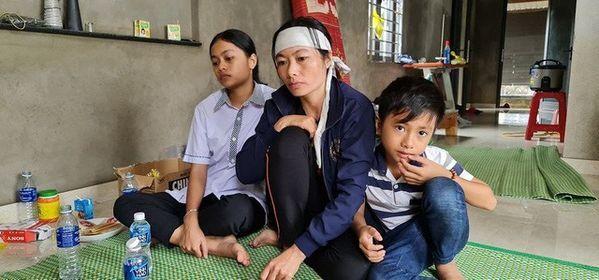 Người đàn ông phụ hồ qua đời vì kiệt sức trong lũ dữ, cả xóm nghèo ám ảnh đôi mắt thẫn thờ của 2 đứa trẻ thơ
