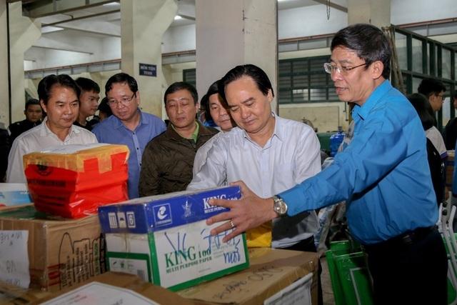 Hỗ trợ hơn 22.000 bộ sách giáo khoa, vở viết cho học sinh vùng lũ miền Trung