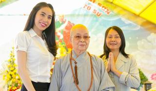 Mẹ Thủy Tiên 'xót lòng' khi con gái vất vả cứu trợ bà con miền Trung