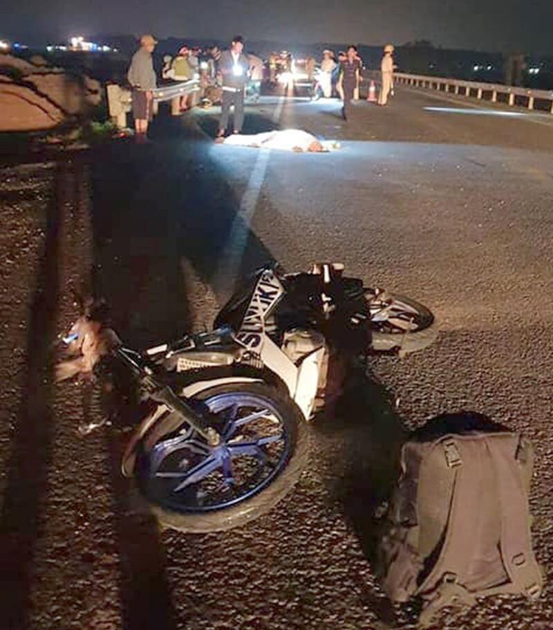 Đi xe máy từ TP.HCM về quê Nghệ An, hai anh em sinh đôi thương vong