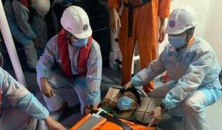 Cấp cứu khẩn cấp người dân lâm trọng bệnh bị cô lập trên đảo Cù Lao Chàm do ảnh hưởng bão số 10